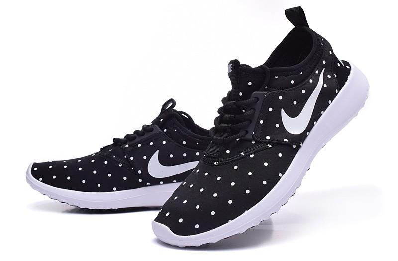 Nike Roshe Run damen Schwarz / Weiß Punkte / Weiße sneakers auf Sale