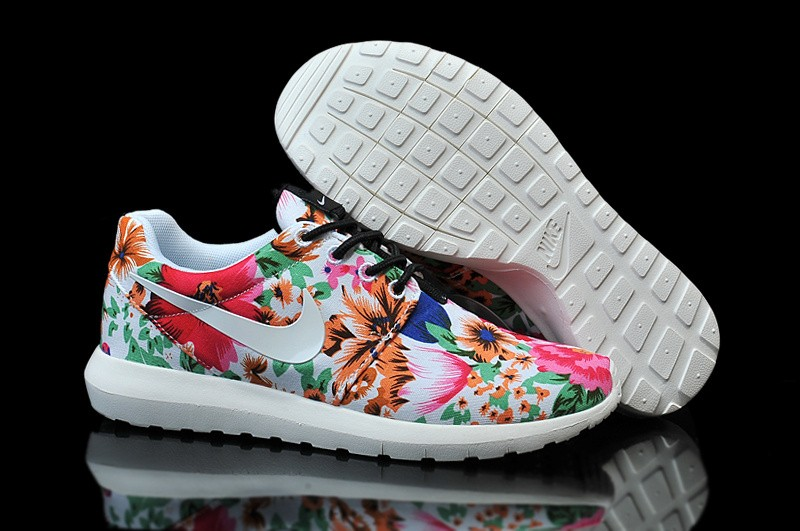 nike roshe run wei blumen muster der damen sneakers. Black Bedroom Furniture Sets. Home Design Ideas