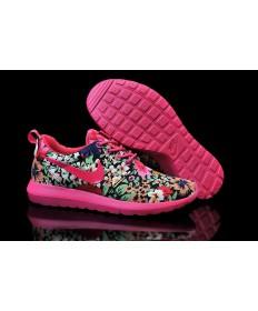 Nike Roshe sind tief rosa / Blumen muster sneakers der damen