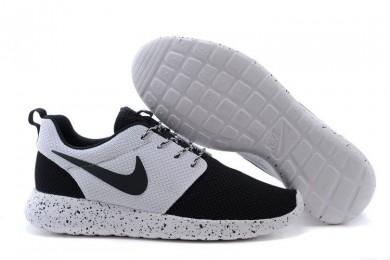 Nike Roshe Run Schwarz / Weiß-Trainer